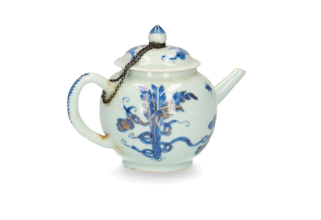 A blue and white porcelain teapot with partly gilt - 3