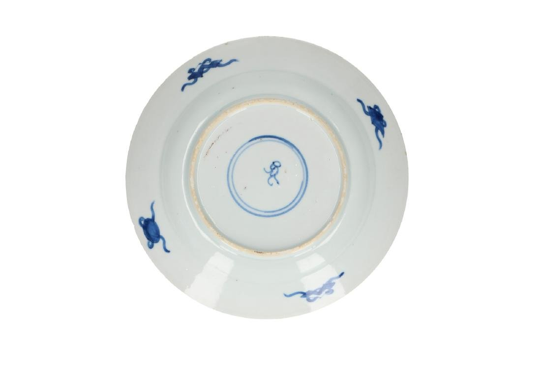 A pair of blue and white porcelain dishes, decorated - 4
