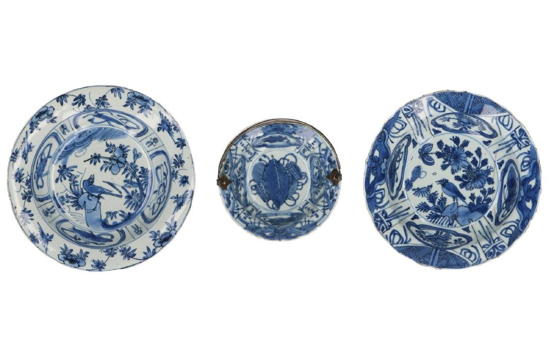 A lot of three blue and white 'kraak' porcelain bowls.