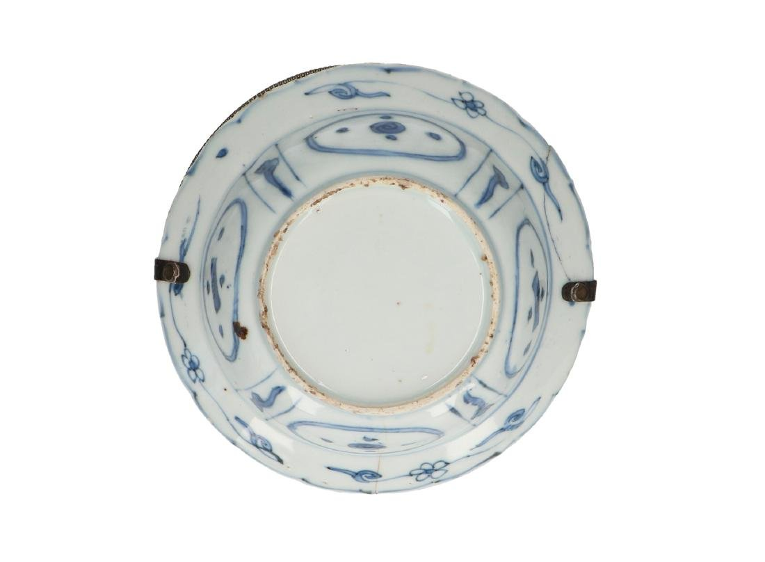 A lot of three blue and white 'kraak' porcelain bowls. - 2