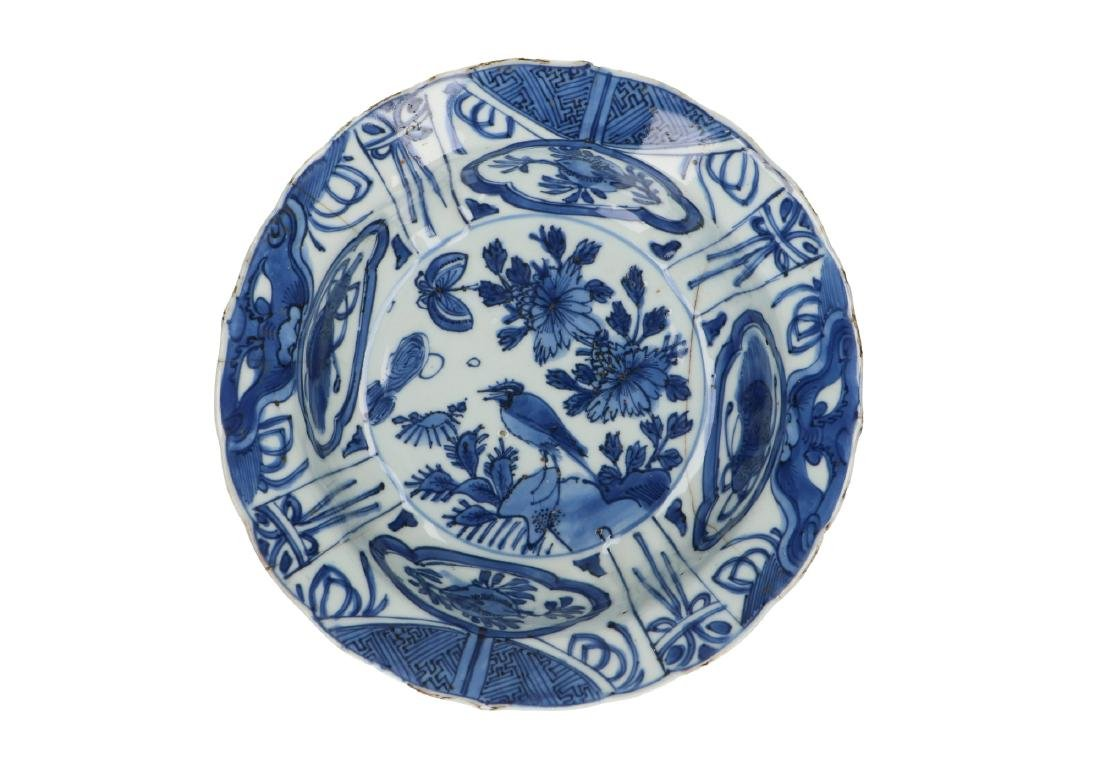A lot of three blue and white 'kraak' porcelain bowls. - 4
