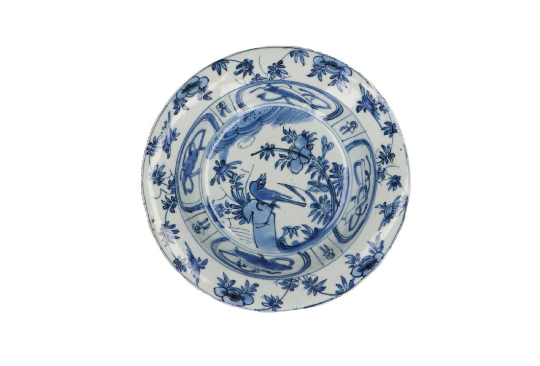 A lot of three blue and white 'kraak' porcelain bowls. - 6