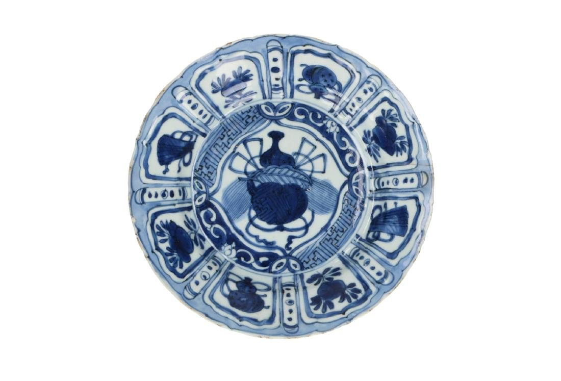 A lot of two blue and white 'kraak' porcelain dishes,