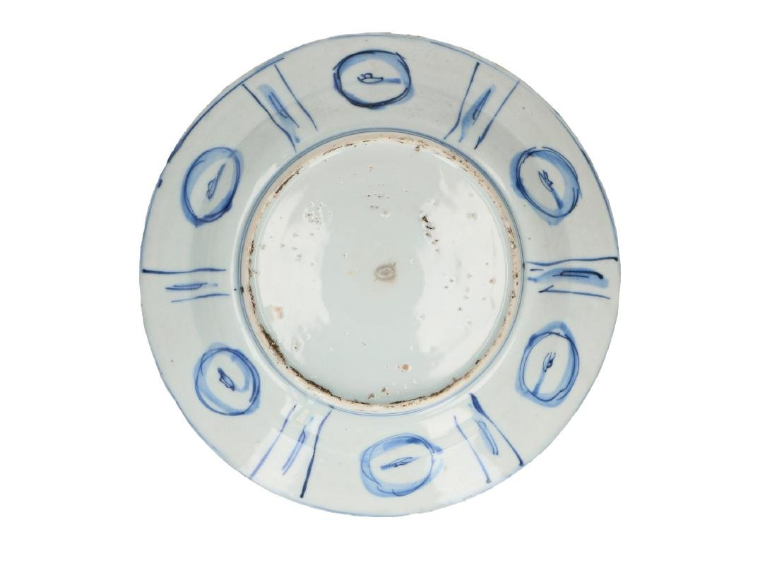 A lot of two blue and white 'kraak' porcelain dishes, - 4