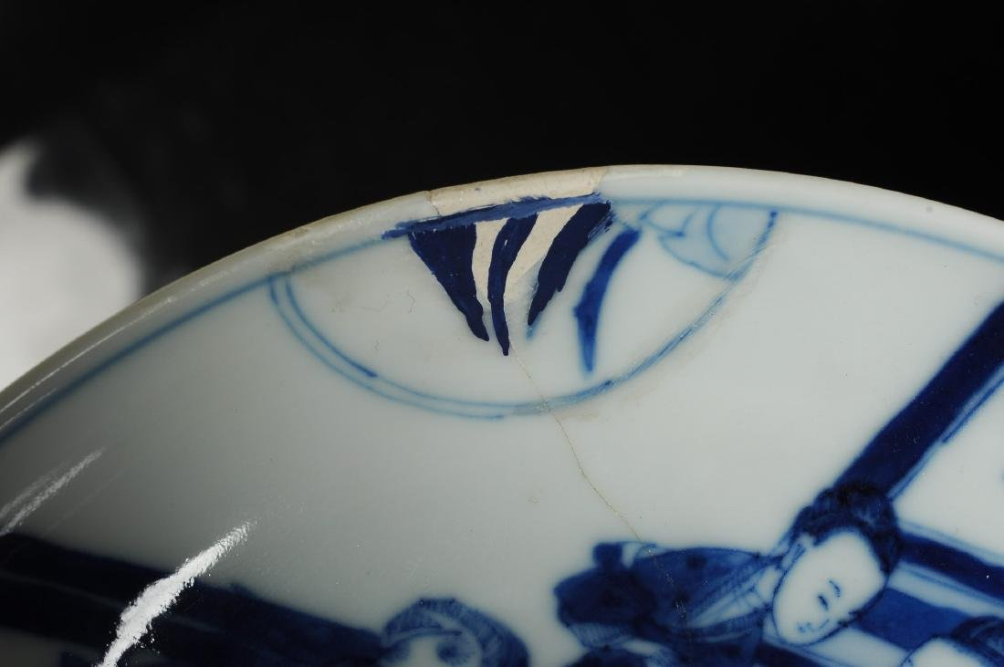 A blue and white porcelain dish with a decor of elegant