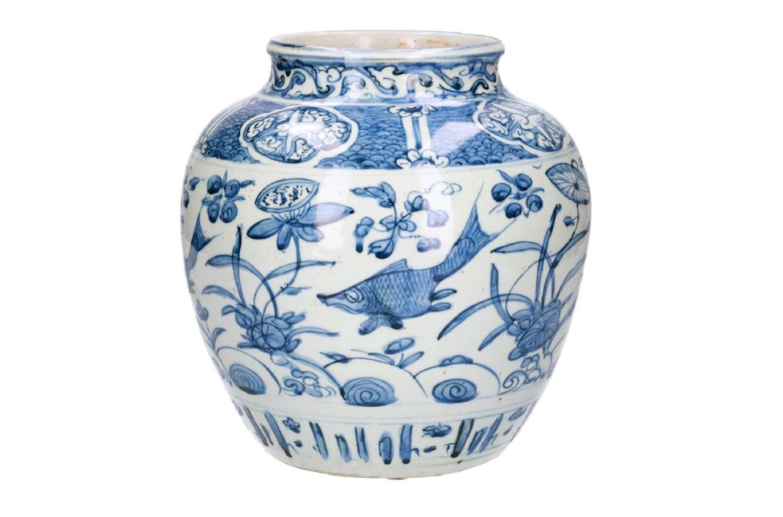 A blue and white porcelain jar decorated with carps and - 2