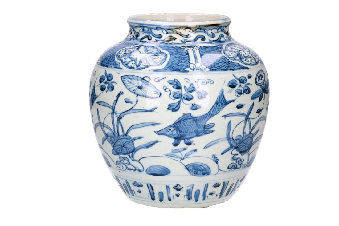 A blue and white porcelain jar decorated with carps and - 3
