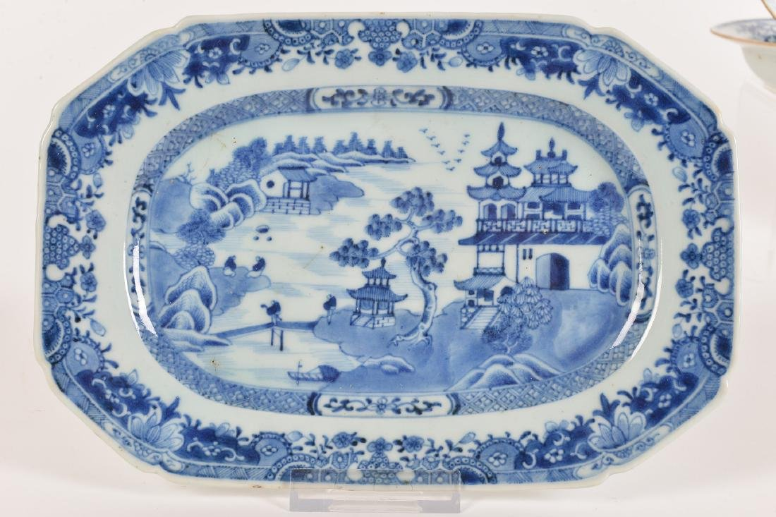 A lot with ca. 42 diverse blue and white porcelain - 9