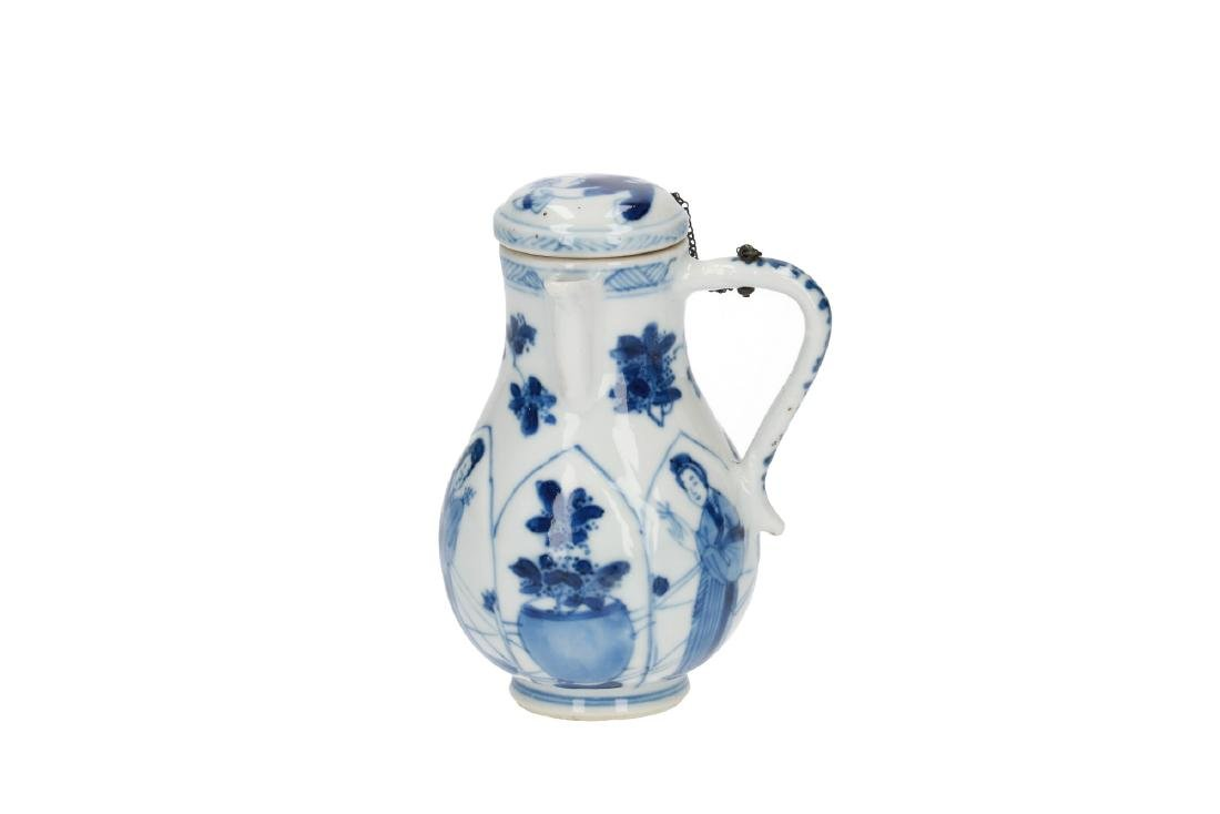 A lot of various blue and white porcelain items, 1) a