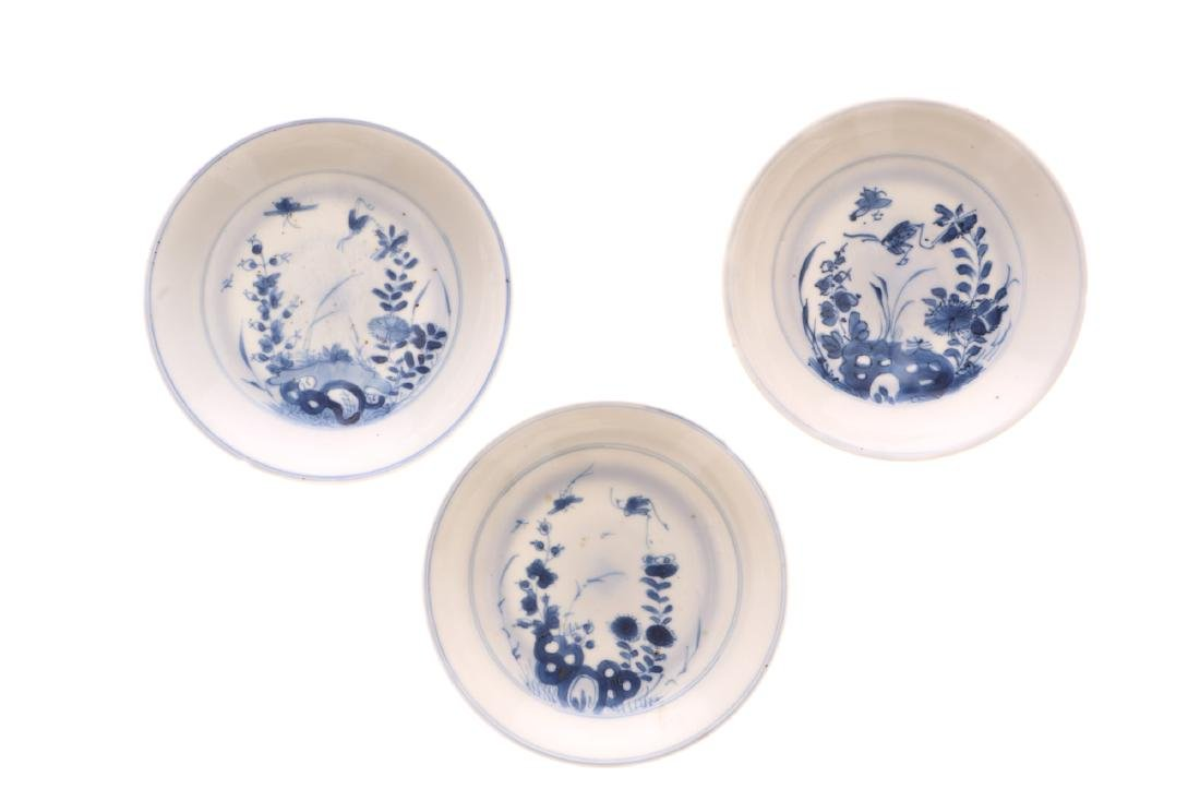 A lot of various blue and white porcelain items, 1) a - 5