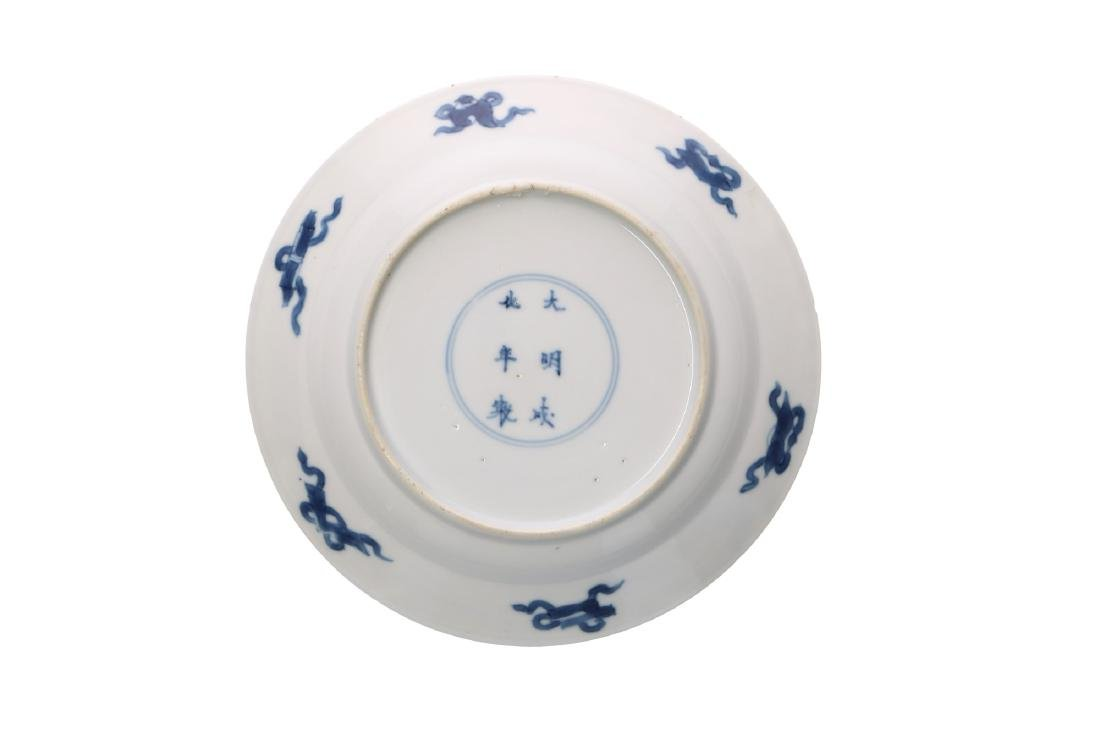 A lot of various blue and white porcelain items, 1) a - 9