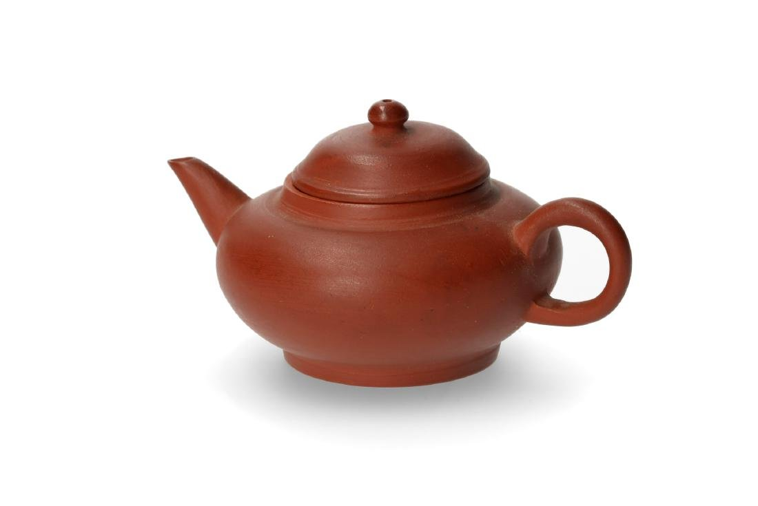 A Yixing teapot. Marked. China, ca. 1900. H. 5,5 cm. - 2