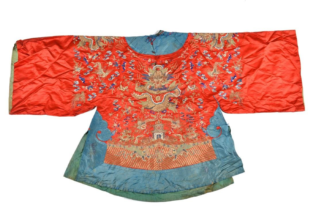 A silk robe decorated with flowers, phoenix and