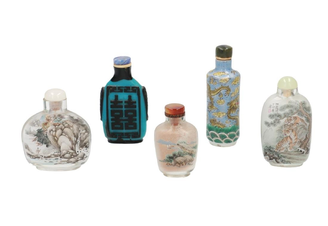 A lot of five snuff bottles, including three glass