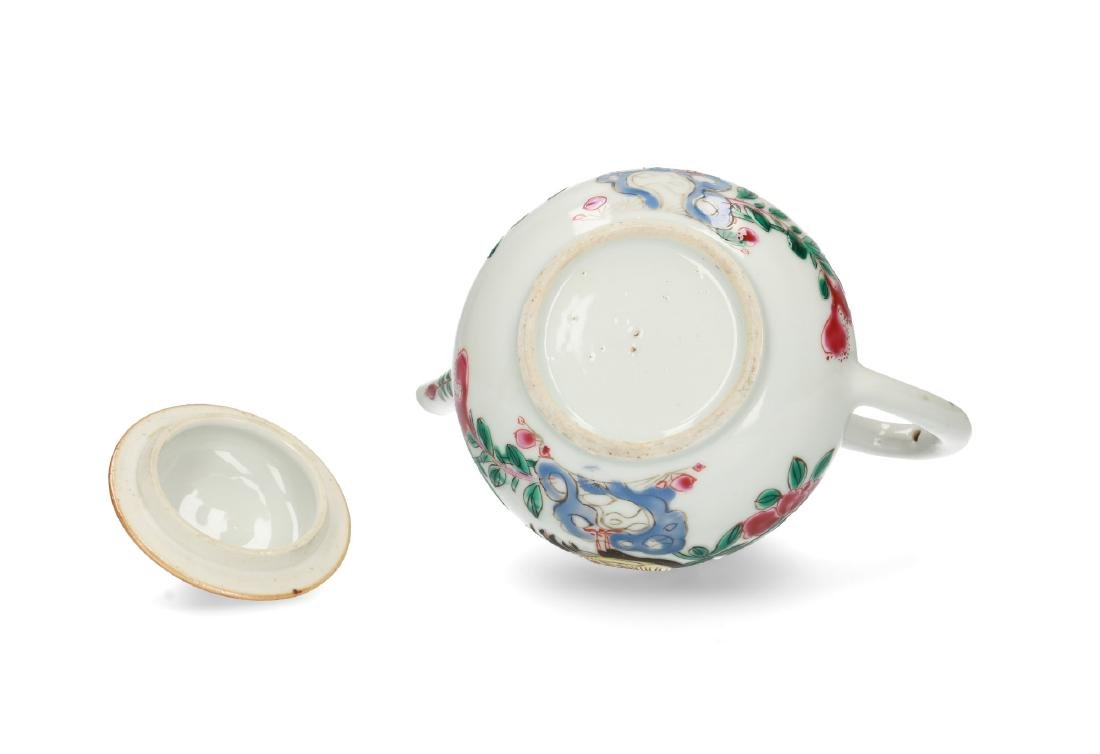 A porcelain teapot with Famille Rose chicken and - 4
