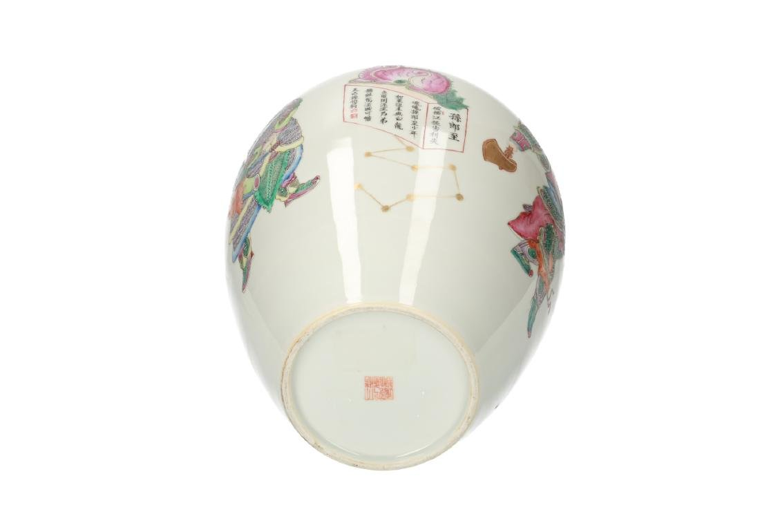 A polychrome Wu Shuang Pu porcelain vase decorated with - 5