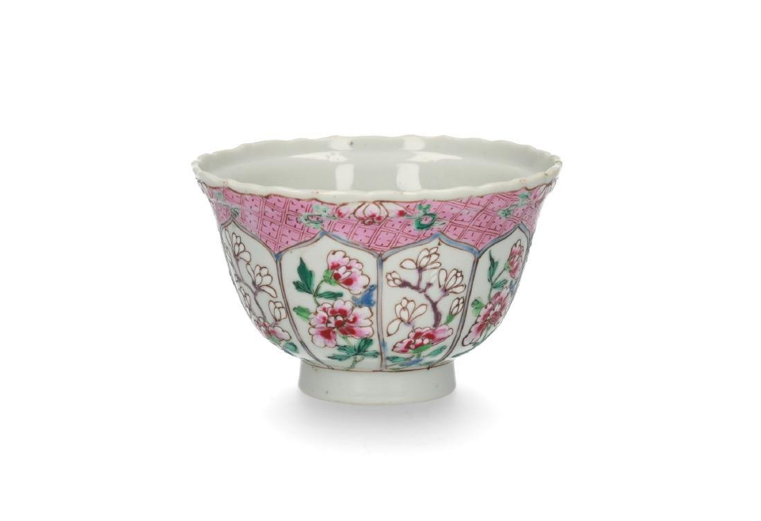 A Famille Rose porcelain bowl decorated with panels and - 2