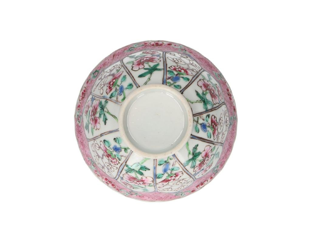 A Famille Rose porcelain bowl decorated with panels and - 4
