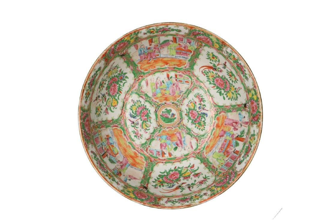 A large polychrome porcelain bowl decorated with - 4