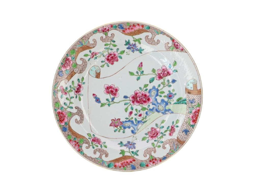 A pair of Famille Rose porcelain dishes with a scrol
