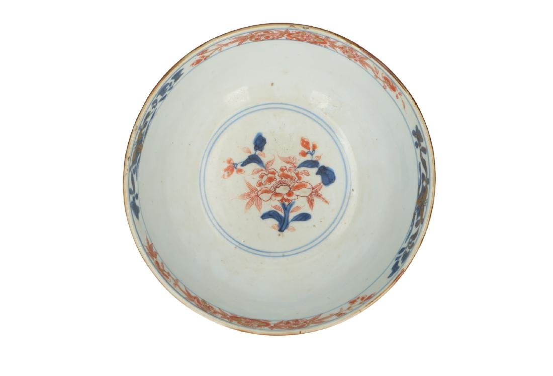 An Imari porcelain bowl decorated with flowers. - 4