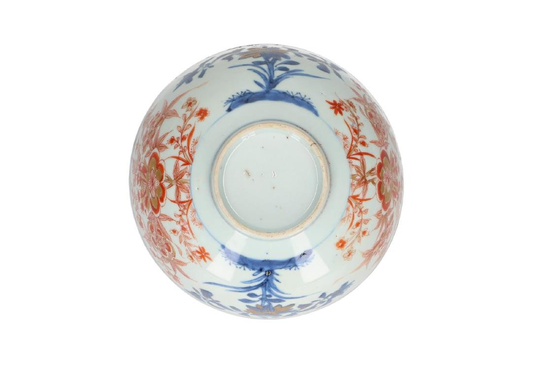 An Imari porcelain bowl decorated with flowers. - 5