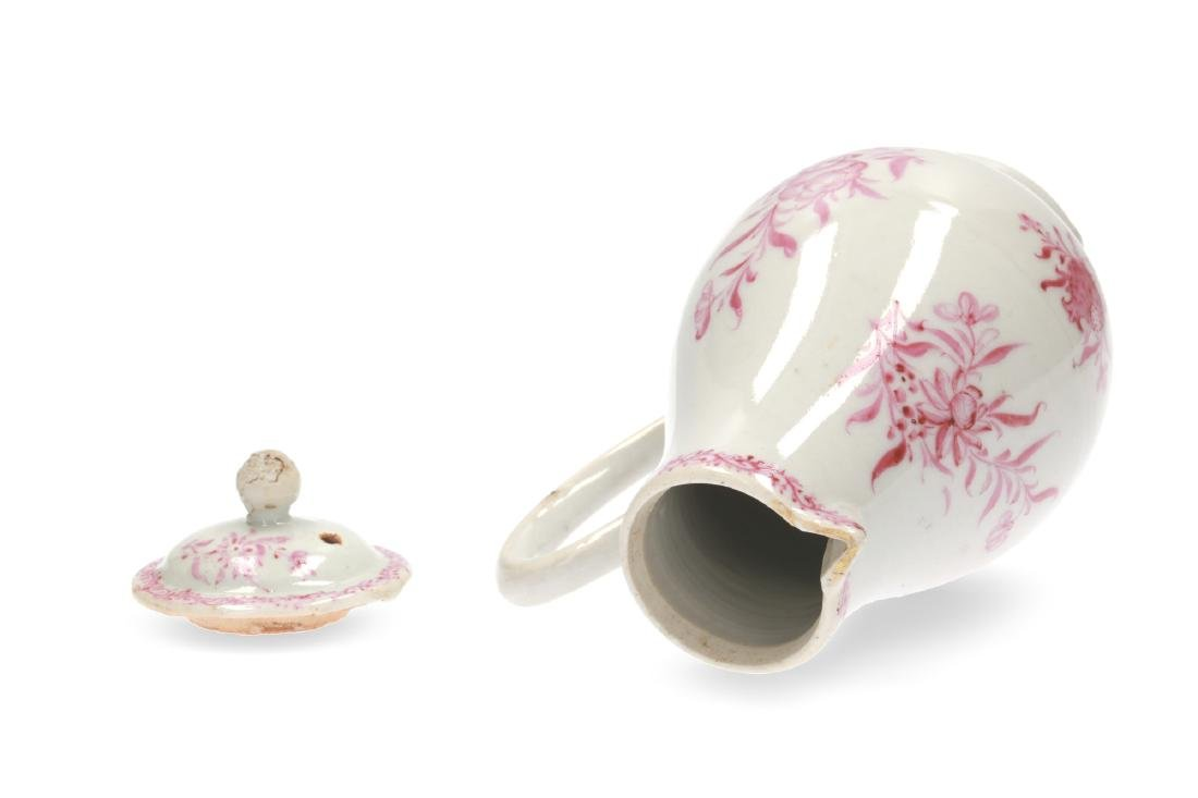 A pink and white porcelain export set with a tea caddy - 10