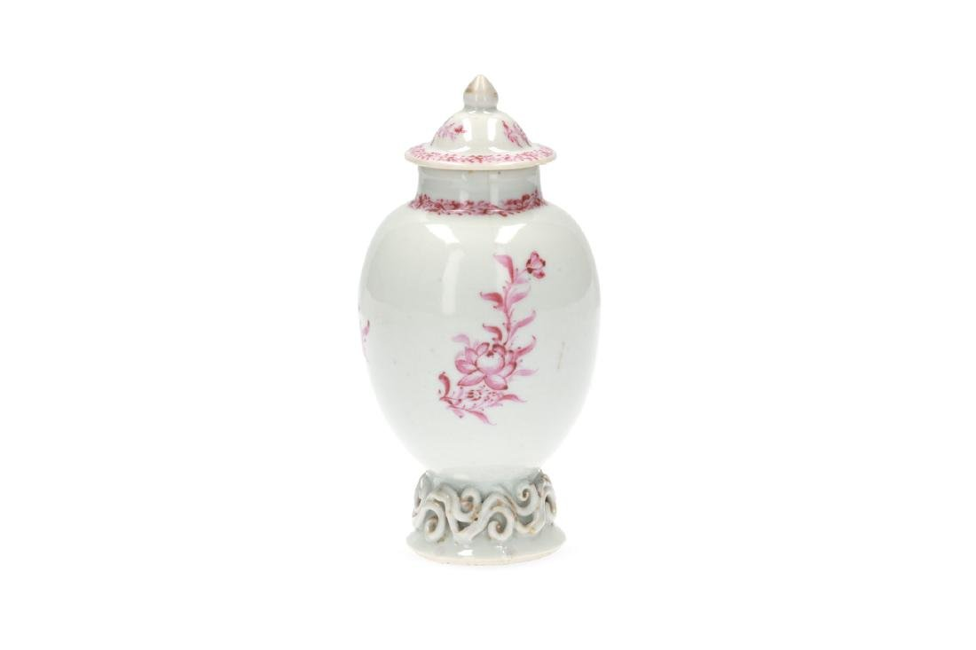 A pink and white porcelain export set with a tea caddy - 2
