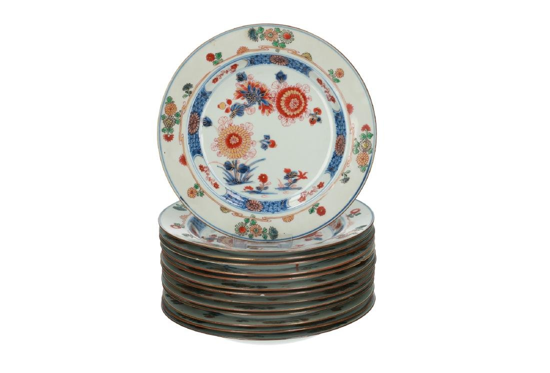 A lot of 14 Imari porcelain dishes with floral decor.