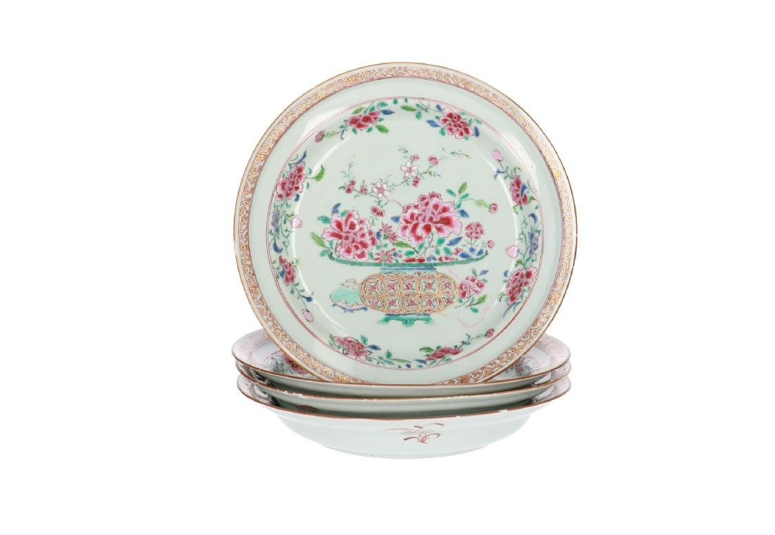 A lot of four Famille Rose porcelain dishes, decorated