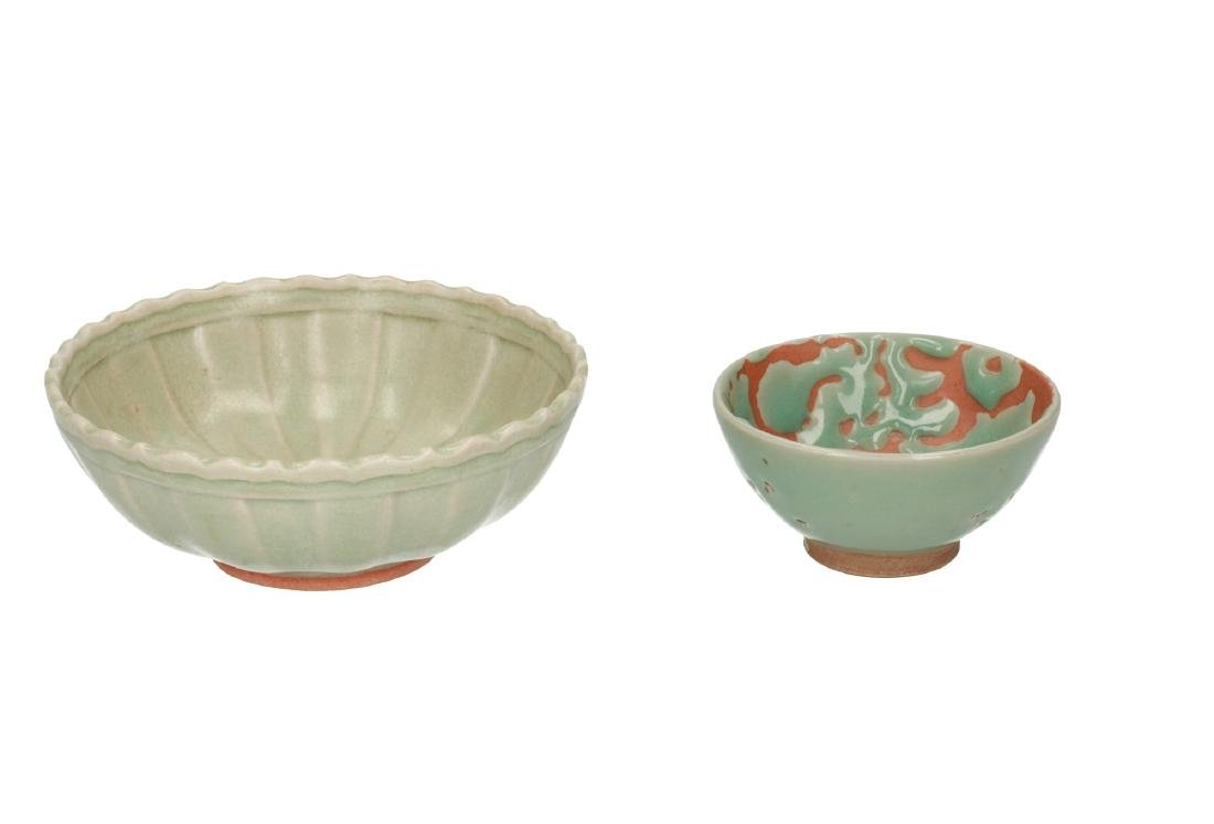 A lot of two celadon ceramic bowls, one with ribbed