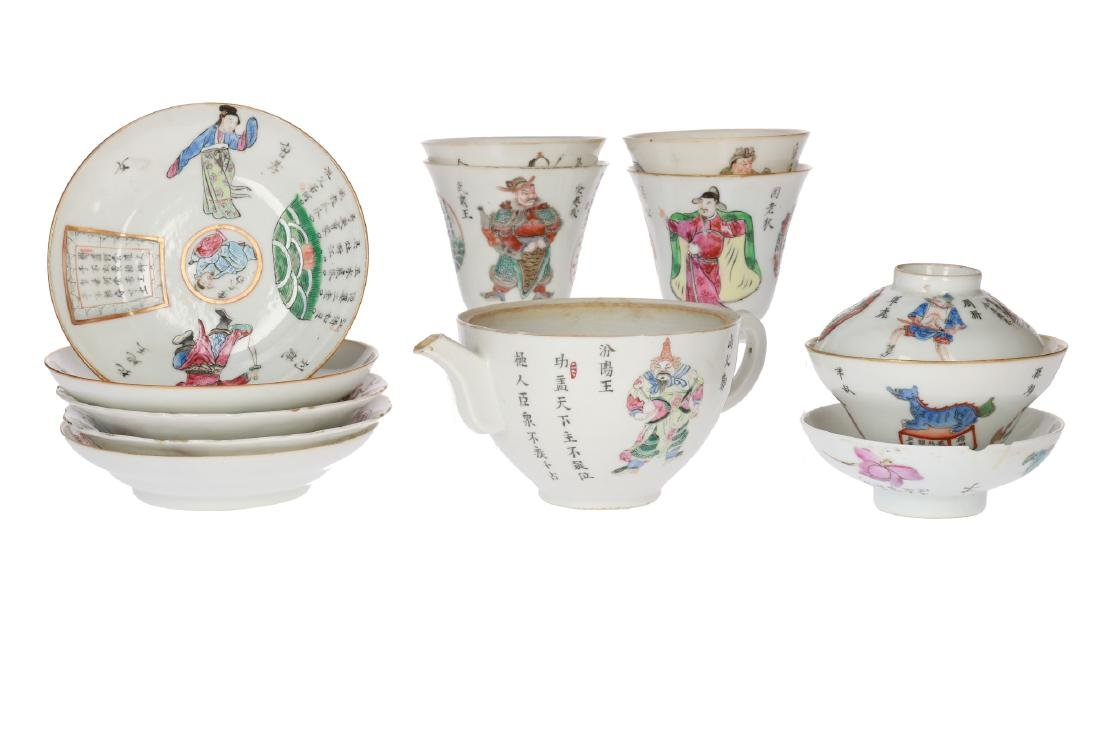 A lot with diverse polychrome porcelain items, of which