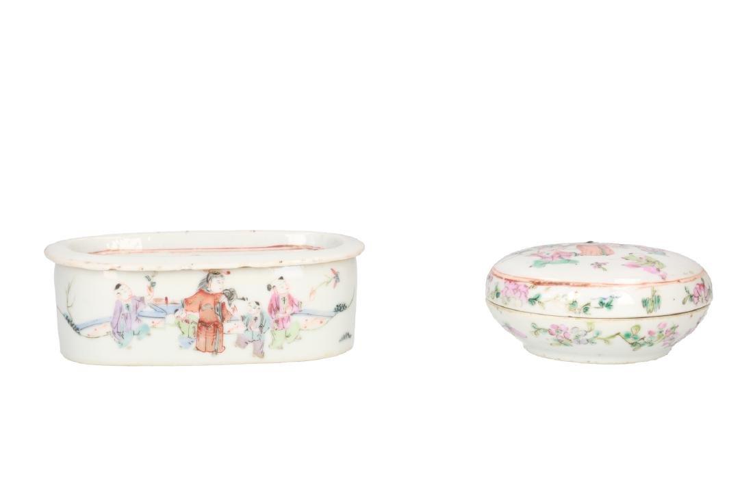 A lot of 10 diverse polychrome porcelain items, - 13