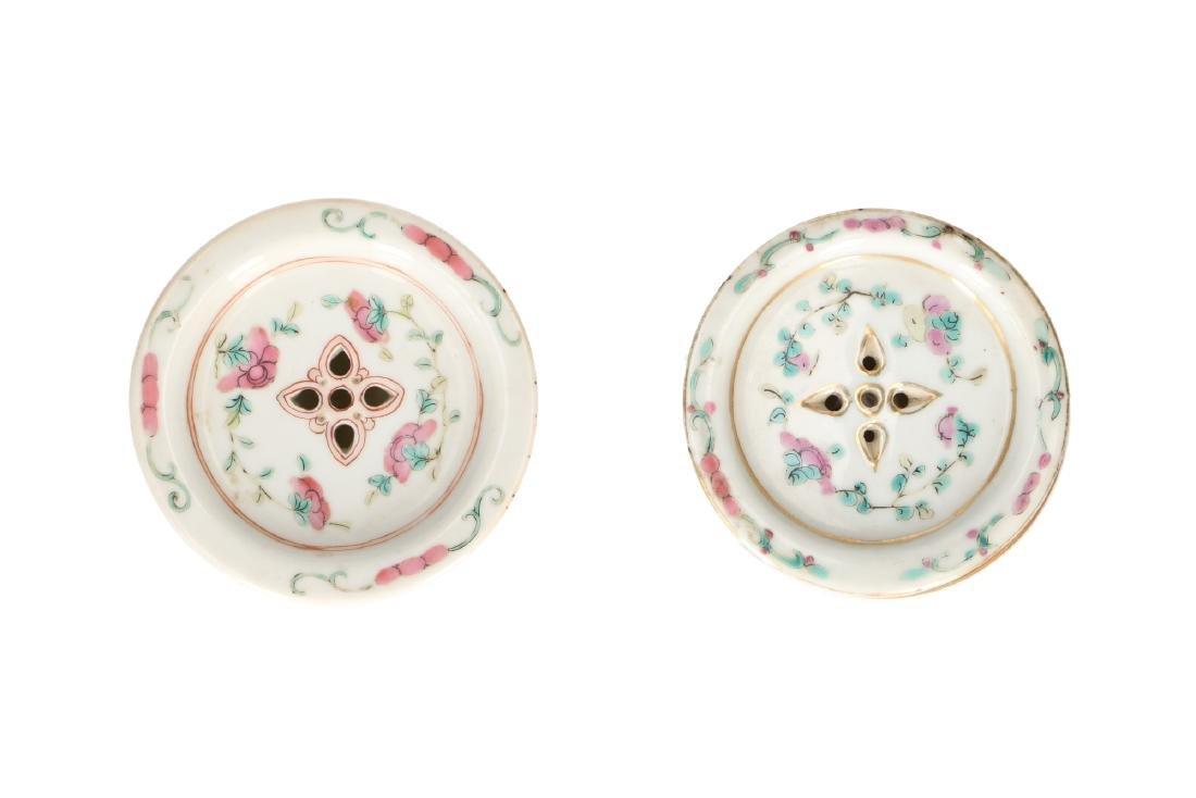 A lot of 10 diverse polychrome porcelain items, - 3