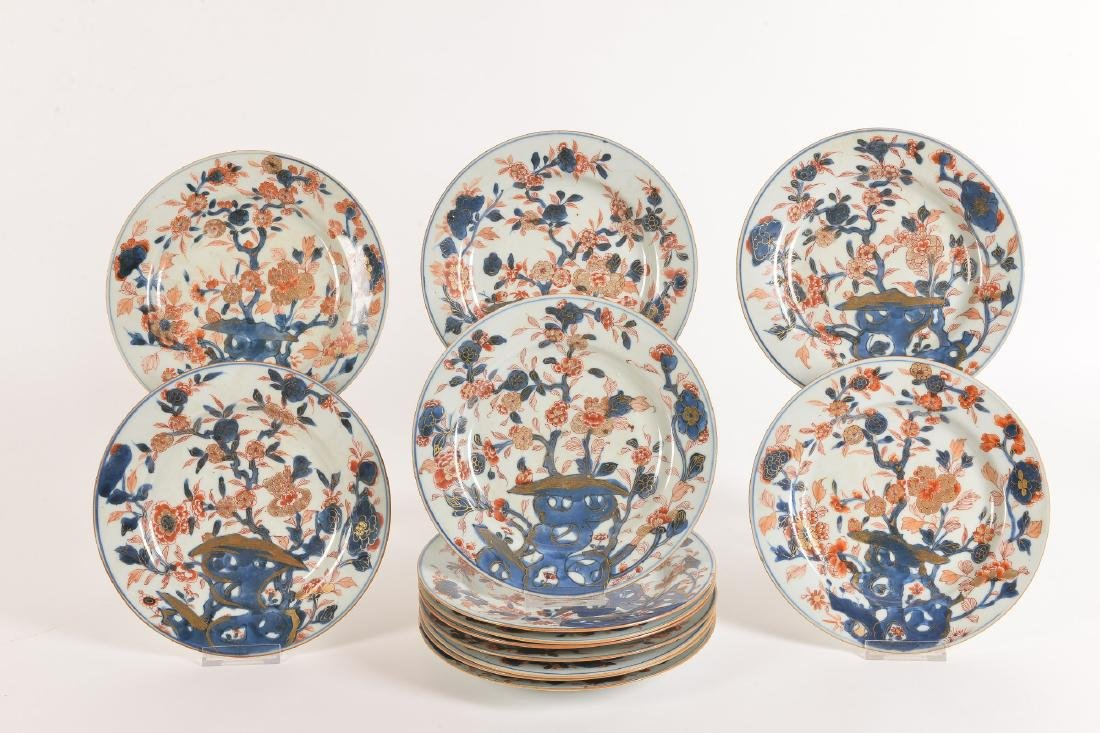 A lot of 13 Imari porcelain dishes with floral decor. - 2