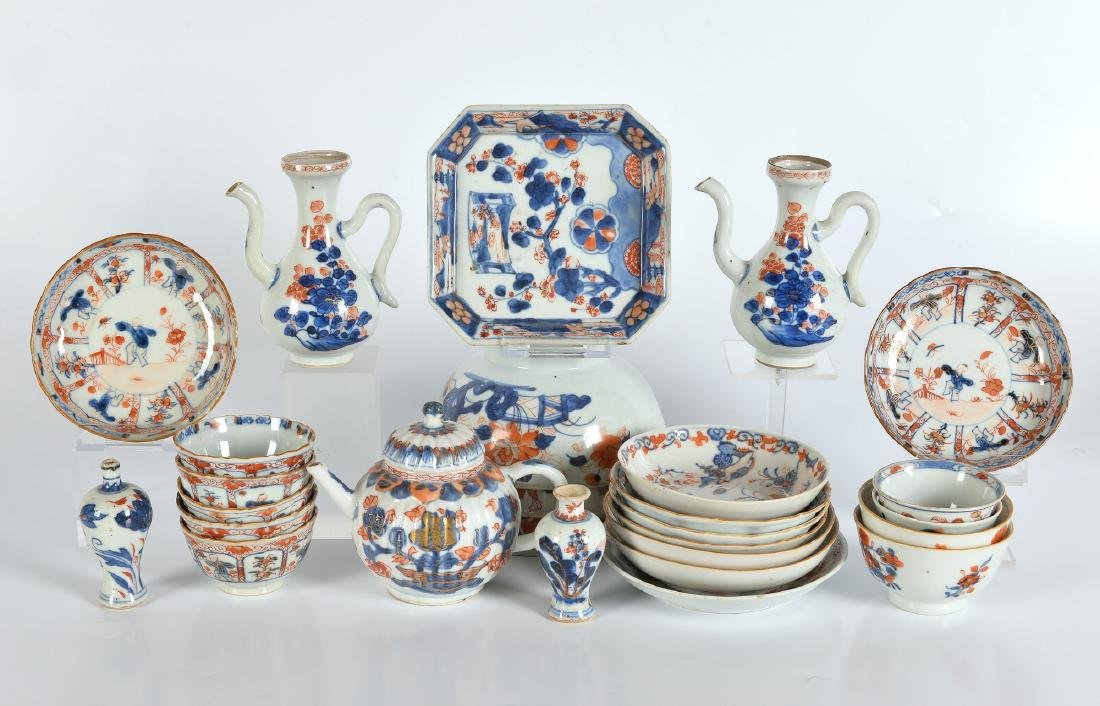 A lot of ca. 27 Imari porcelain items, including