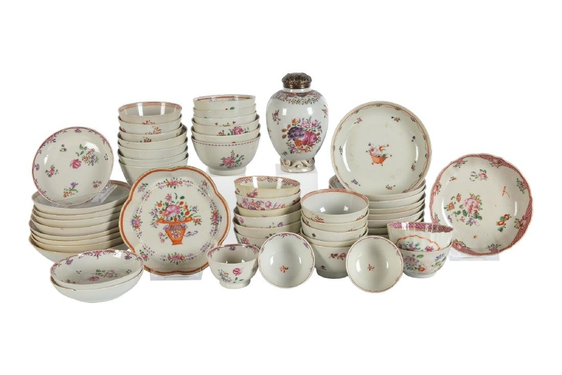 A lot of ca. 52 Lowestoft style porcelain items with