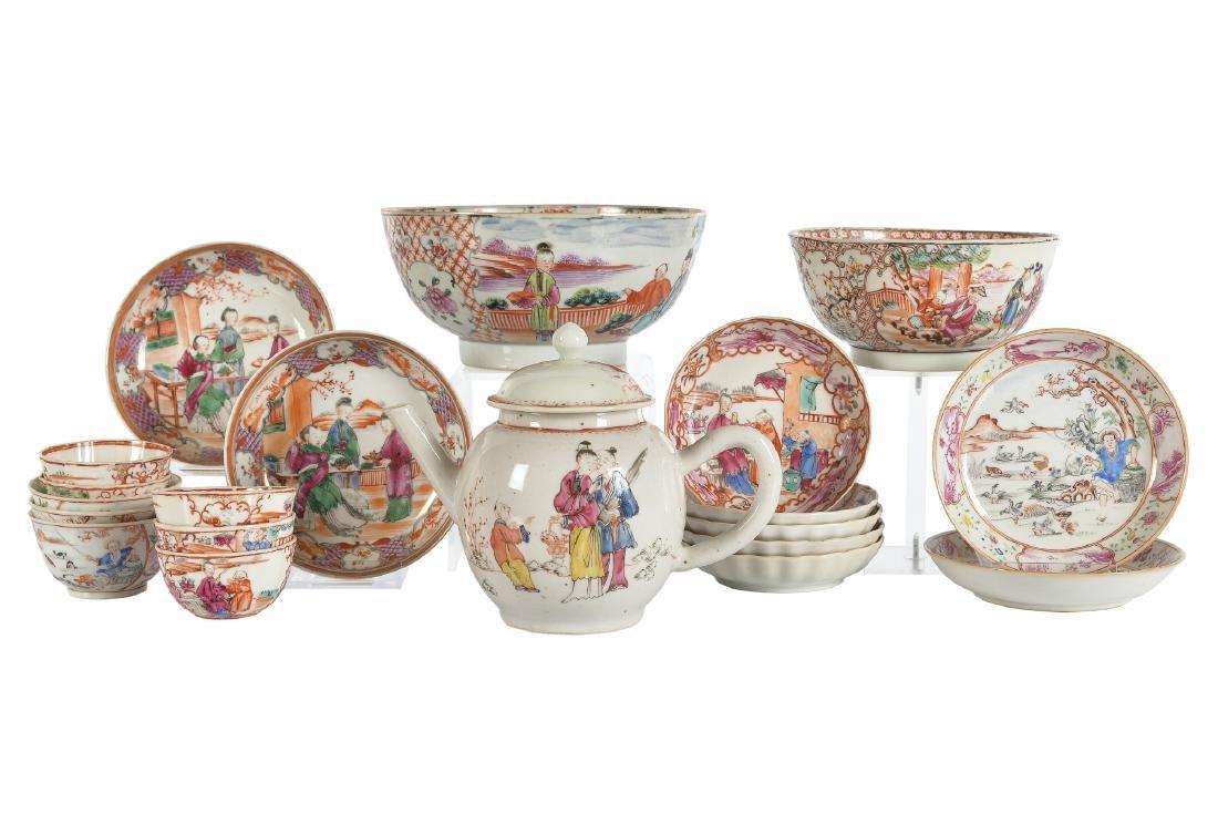 A lot of ca. 20 polychrome Mandarin porcelain items,