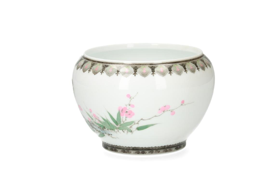 A polychrome porcelain bowl decorated with birds and