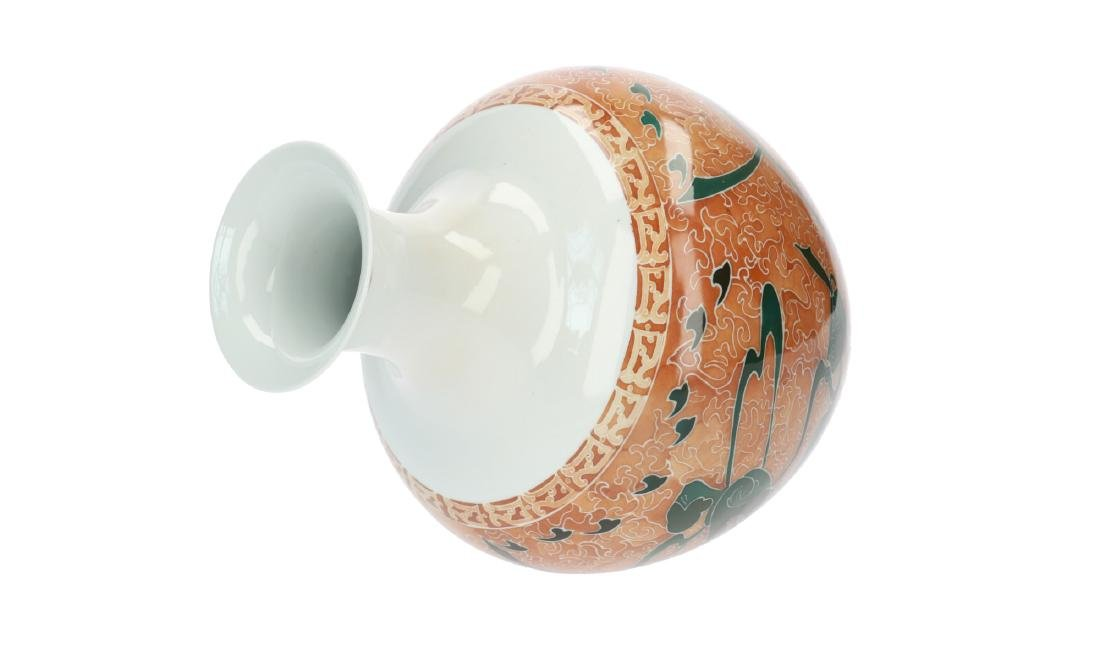 A polychrome porcelain vase decorated with kneeling - 4