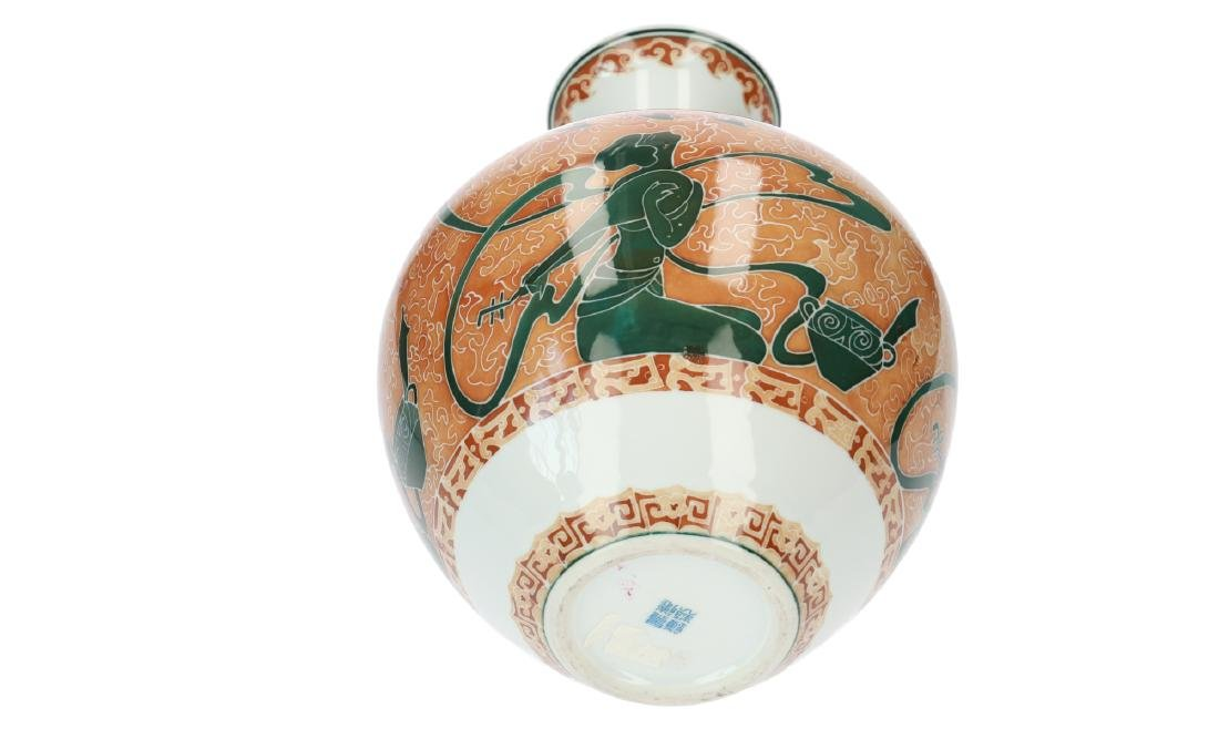 A polychrome porcelain vase decorated with kneeling - 6