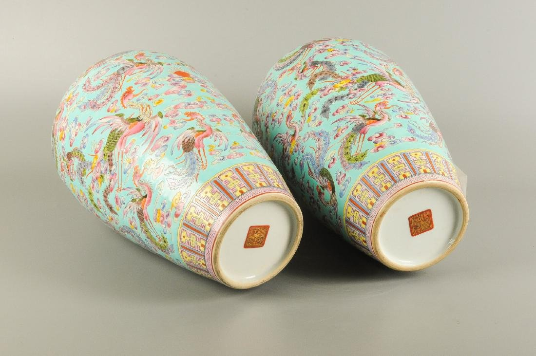 A pair of polychrome porcelain Meiping vases, decorated - 4