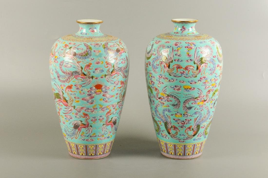 A pair of polychrome porcelain Meiping vases, decorated - 5