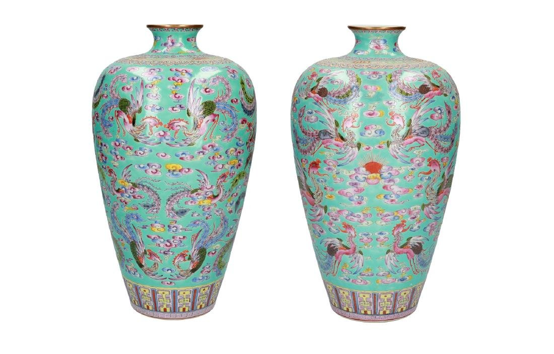 A pair of polychrome porcelain Meiping vases, decorated - 6