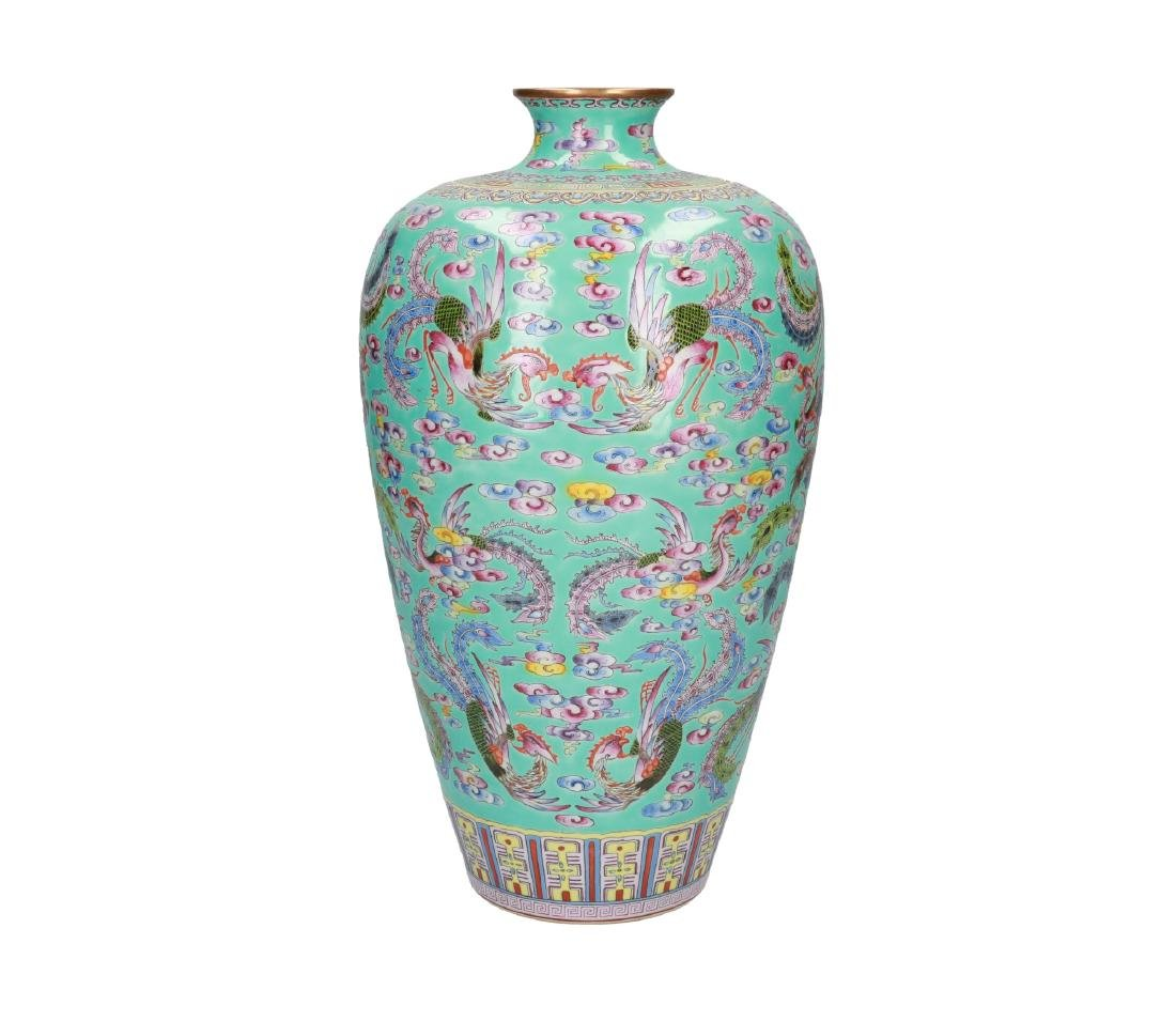 A pair of polychrome porcelain Meiping vases, decorated - 7