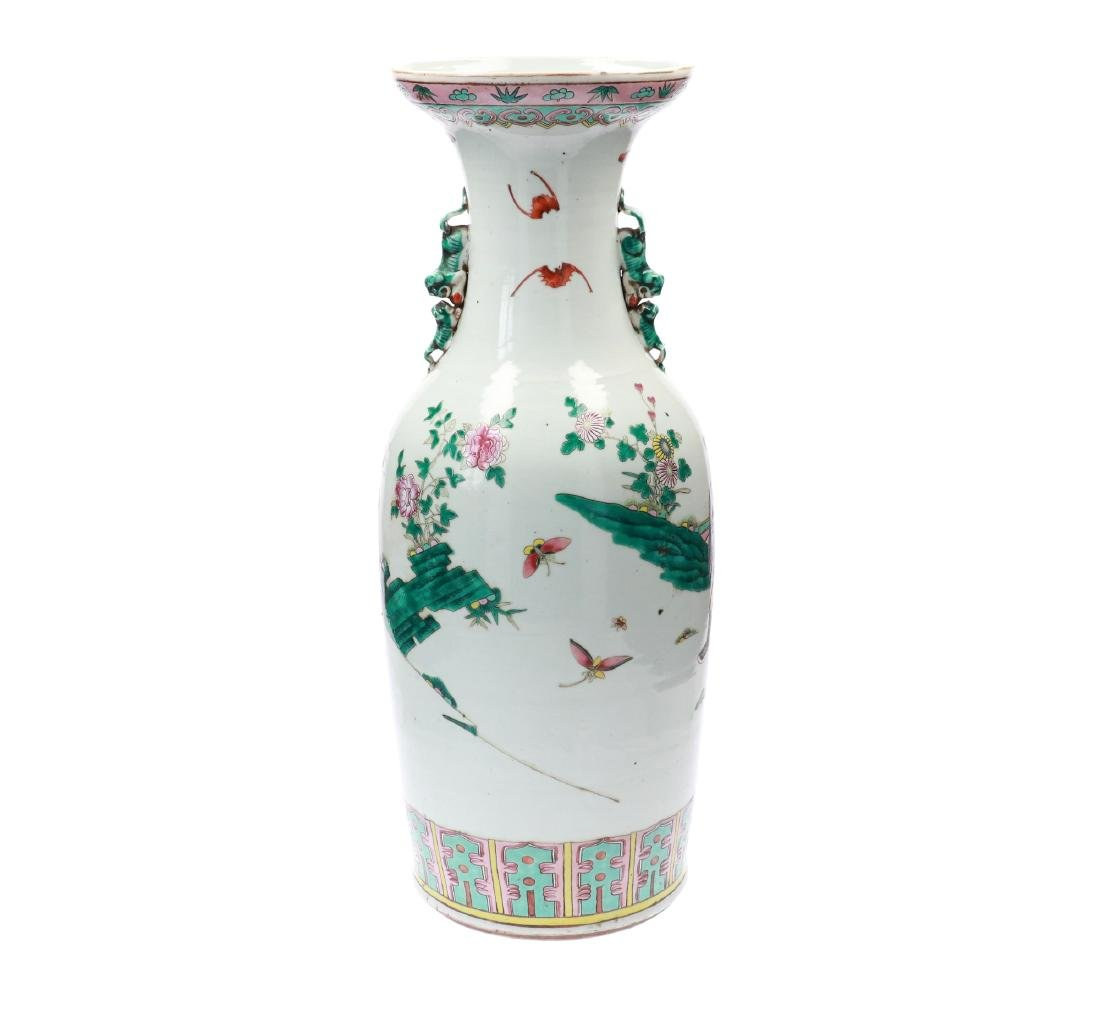A lot of two polychrome porcelain vases, decorated with - 4