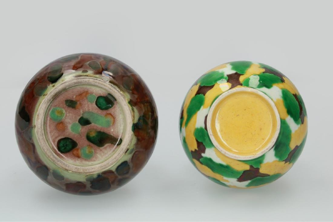 A lot of two polychrome porcelain vases, one with - 3