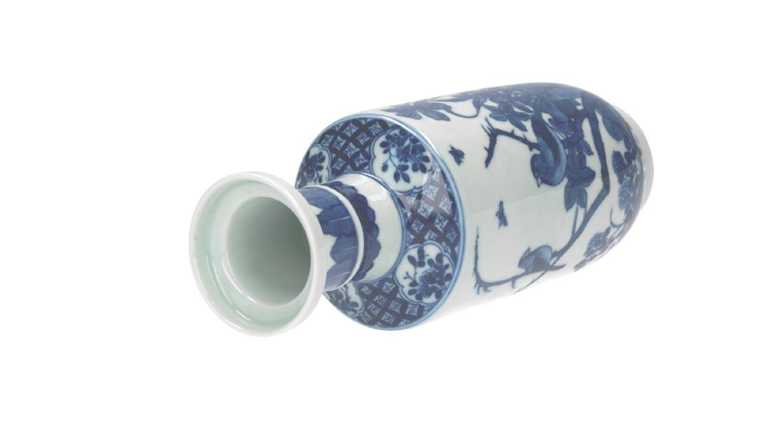 A lot of three blue and white porcelain vases, - 13