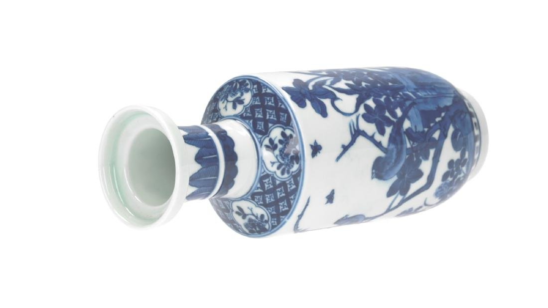 A lot of three blue and white porcelain vases, - 3