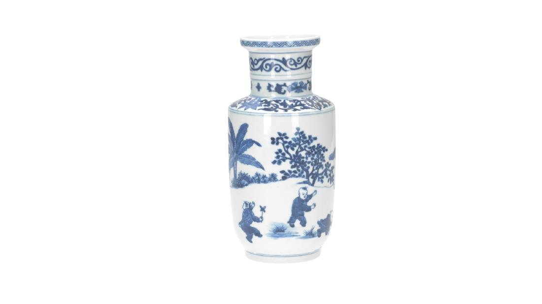 A lot of three blue and white porcelain vases, - 5
